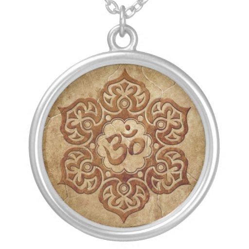 Diseño floral de piedra de Aum Pendiente