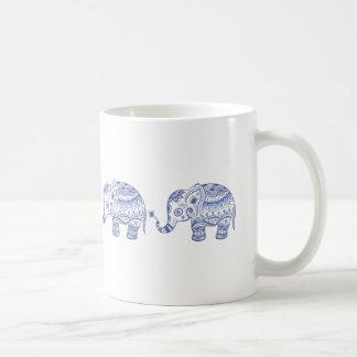 Diseño floral del elefante del brillo azul de los taza de café