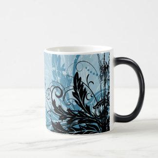 Diseño floral del Grunge - azul claro Taza Mágica