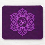Diseño floral del ohmio (púrpura) tapetes de ratón