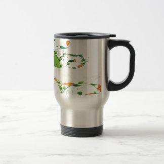 Diseño floral del remolino verde taza de viaje