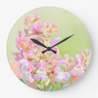 Diseño floral del rosa del reloj de pared