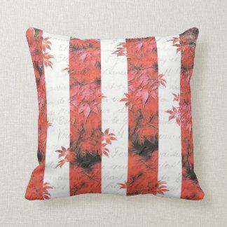 Diseño floral/del texto rojo y blanco de la raya almohadas