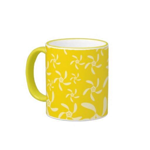 Diseño floral del verano. Amarillo soleado Taza De Café