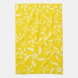 Diseño floral del verano. Amarillo soleado Toallas