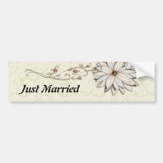 Diseño floral elegante de la ocasión especial etiqueta de parachoque