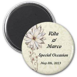 Diseño floral elegante de la ocasión especial imán redondo 5 cm