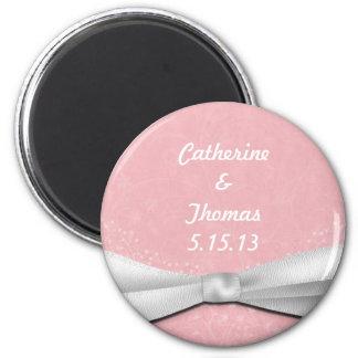 Diseño floral femenino de la cinta rosada y blanca imán redondo 5 cm