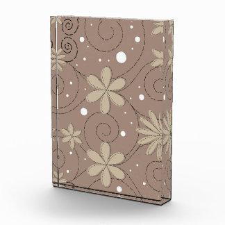Diseño floral que remolina gris