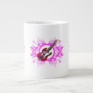 Diseño floral rosado bajo rojo del negro del círcu taza extra grande