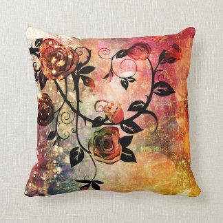 Diseño floral subió fantasía bonita de la vid cojin