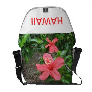 Diseño floral tropical tomado cerca de Hilo Hawaii Bolsa De Mensajería