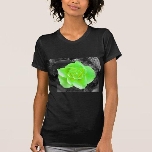 Diseño floral verde camisetas