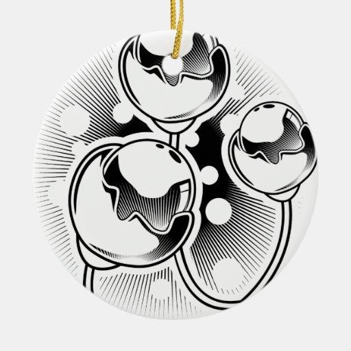 Diseño florecido del tatuaje del barbell adorno navideño redondo de cerámica