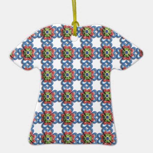 Diseño florido adorno de cerámica en forma de camiseta