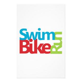 Diseño fresco y único del Triathlon Papeleria