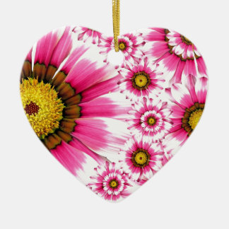 Diseño fucsia del caleidoscopio de la flor de las adorno navideño de cerámica en forma de corazón