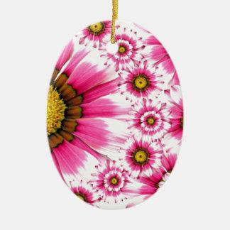 Diseño fucsia del caleidoscopio de la flor de las adorno navideño ovalado de cerámica