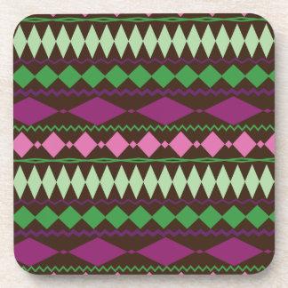 Diseño geométrico tribal colorido del modelo posavasos