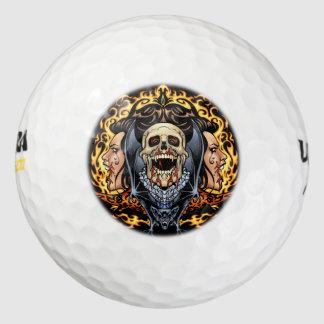 Diseño gótico de los cráneos, de los vampiros y de pack de pelotas de golf