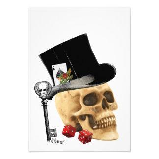 Diseño gótico del tatuaje del cráneo del jugador invitaciones personalizada