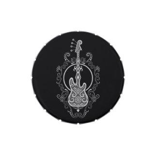 Diseño gris complejo de la guitarra baja en negro