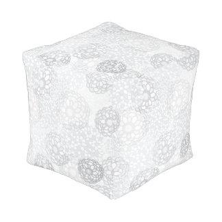 Diseño gris de la explosión de la flor pouf cuadrado