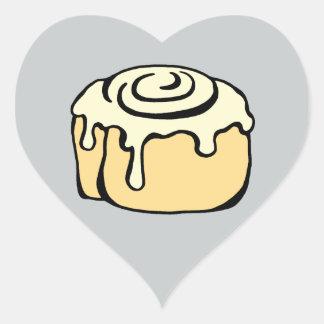 Diseño gris del dibujo animado del bollo de miel pegatina en forma de corazón