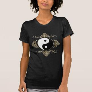 Diseño hermoso de Yin Yang en negro y oro Camisetas