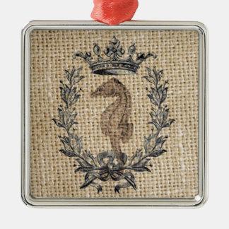 Diseño hermoso del seahorse en fondo de la adorno navideño cuadrado de metal