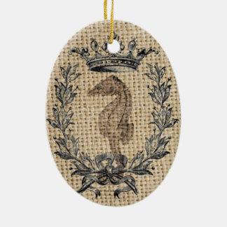 Diseño hermoso del seahorse en fondo de la adorno navideño ovalado de cerámica
