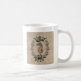 Diseño hermoso del seahorse en fondo de la taza de café