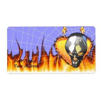 Diseño humano 2 del cráneo del cromo con el fuego etiqueta de envío