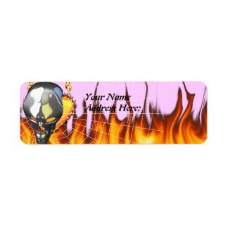 Diseño humano 2 del cráneo del cromo con el fuego etiqueta de remitente