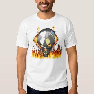 Diseño humano 2 del cráneo del cromo con el fuego polera
