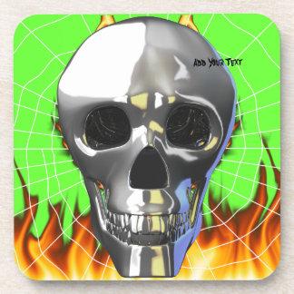 Diseño humano 4 del cráneo del cromo con el fuego posavasos de bebida