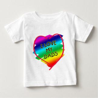 Diseño impresionante para los papás gay playera de bebé