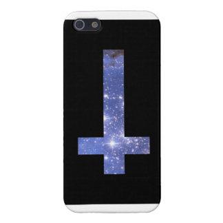 diseño invertido de la cruz de la galaxia iPhone 5 fundas