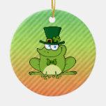 Diseño irlandés de la rana adorno de navidad