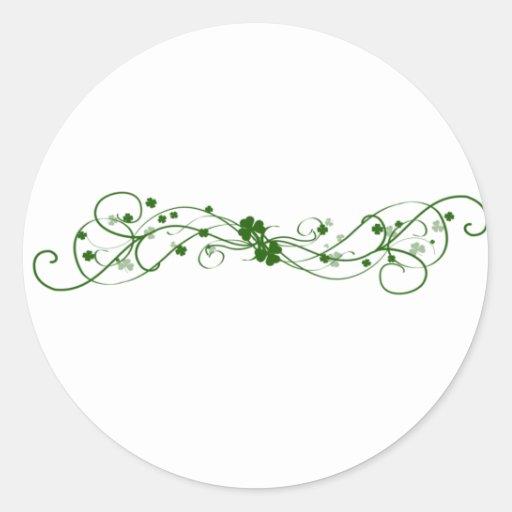 Diseño irlandés del trébol etiquetas redondas