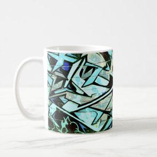 Diseño joven de la pintada de la diversión taza básica blanca