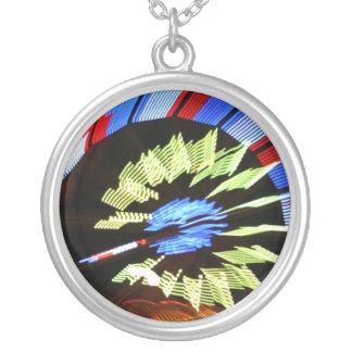 Diseño justo colorido del paseo, colores de neón colgante redondo
