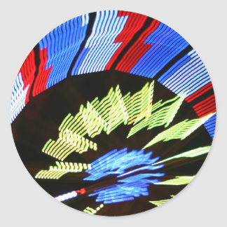 Diseño justo colorido del paseo, colores de neón pegatina redonda
