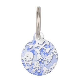 Diseño lindo de los cráneos en azul placa para mascotas