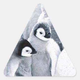 diseño lindo de los pingüinos del pingüino del pegatina triangular
