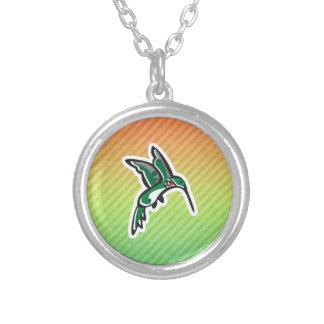 Diseño lindo del colibrí collar
