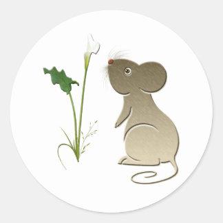Diseño lindo del ratón y de la cala pegatina redonda