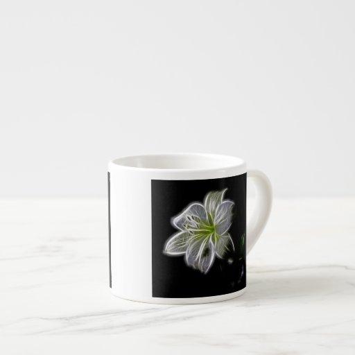 Diseño luminoso de la floración taza espresso
