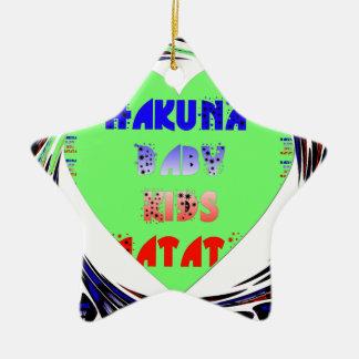 Diseño luminoso del niño del bebé de Hakuna Matata Adorno De Cerámica En Forma De Estrella