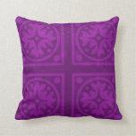 Diseño magenta de la almohada del color sólido